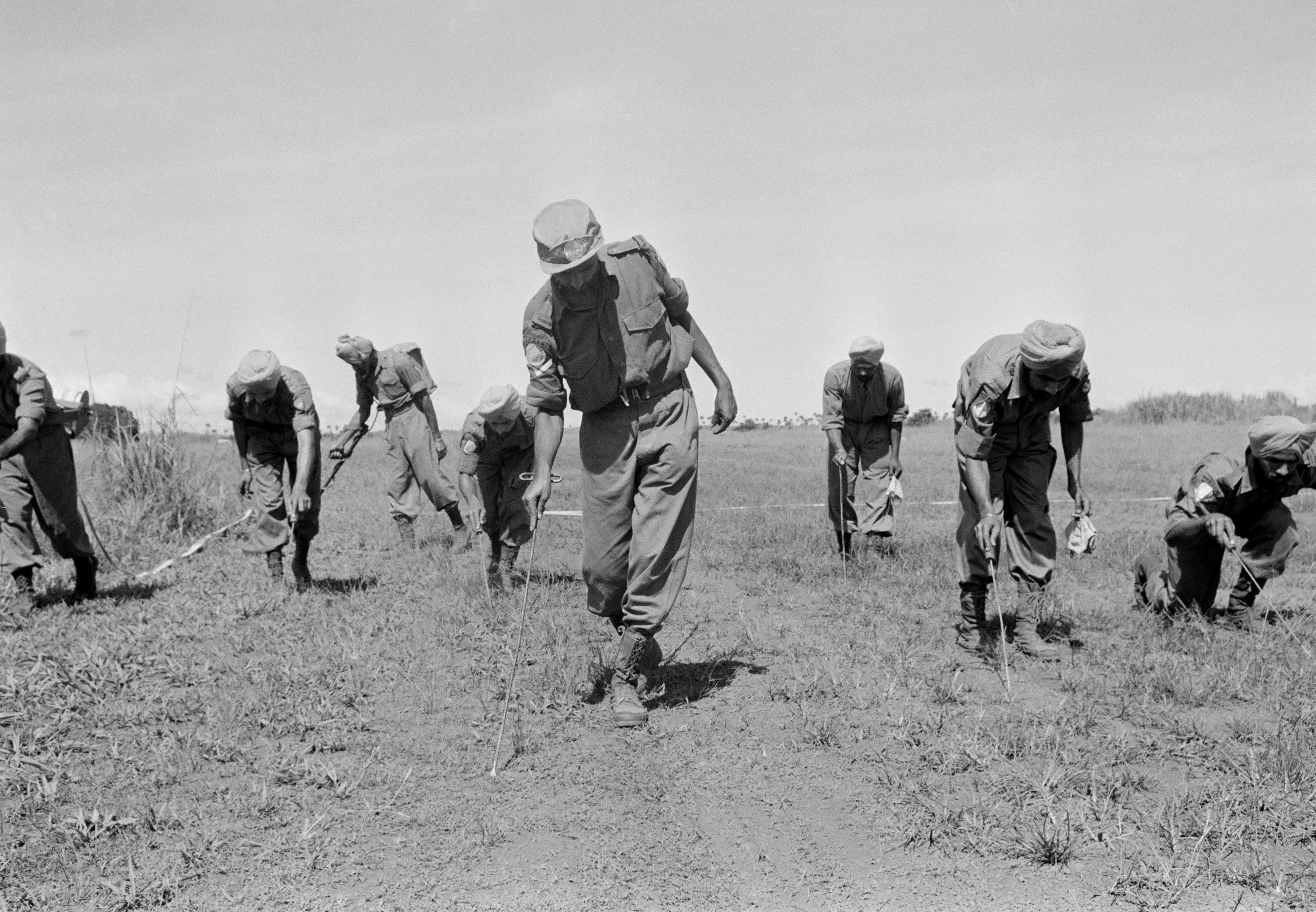 ONUC Indian Engineers looking for mines at airstrip of Kongolo. UN Photo/BZ